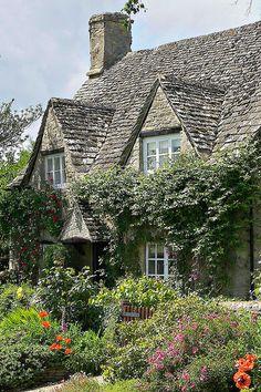 I want a cute little cottage house! - CS