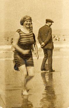 vintage swim suit @vintageclothin.com