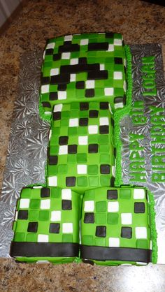 Minecraft Cake - My husband wants this for his next bday LMAO!