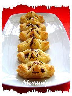 Χουρμαδοπιτάκια σιροπιαστά  Syrup date-chocolate pies