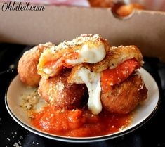Pizza Poppers - Mess-free snacks for pizza lovers. #Appetizer #GameDay #Pizza #Bitesized