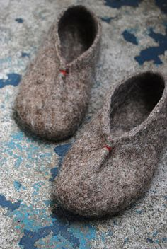 hand felted slippers / maria carlander