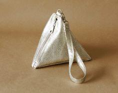 DIY: Pyramid Wrist Bag