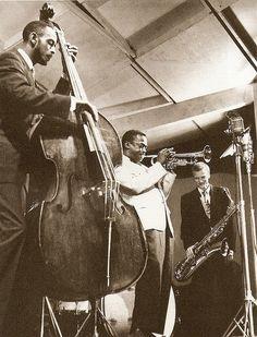Newport Jazz Festival (1955) Percy Heath, Gerry Mulligan, and Miles Davis making musical history.