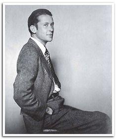 poet e.e. cummings (1894 - 1962)