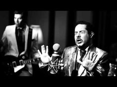 Amor Bipolar by Gallina Mcfly. Great rythm and really cool video!
