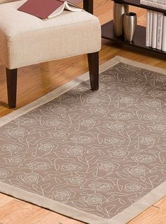 DIY Crypton Rug with Borders - add a classic touch to your space with this timeless rug tutorial. :)