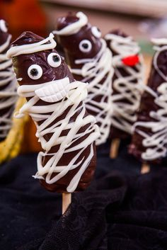 @kymdouglas makes Mummy Bananas for Halloween! Tune in to #homeandfamily weekdays at 10/9c on Hallmark Channel!