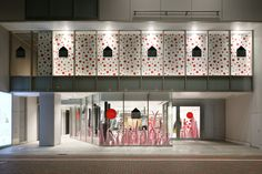 The Yayoi Kusama inspired windows at the Louis Vuitton Dover Street Market store in Tokyo. © Louis Vuitton