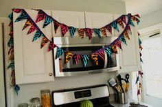 Cute no sew pennant banner...easy as pie!