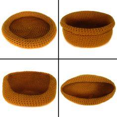 Ooooooo the dogs need new beds! :) (found on Crochet Spot)