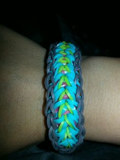 Feather pattern rainbow loom bracelet