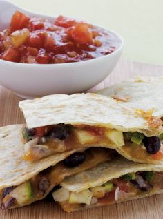 Make this Healthy Black Bean and Zucchini quesadilla in less than 10 minutes! Perfect dinner or lunch when you need something fast! | health