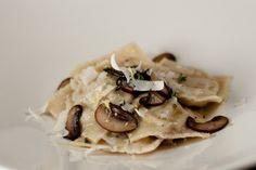 MUSHROOM & RICOTTARAVIOLI (via Logan's Kitchen) Yes please.
