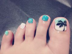 summer toes! I'm loving the palm tree on her first toe!!