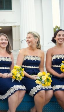navy blue bridesmaid dresses + yellow bouquets!
