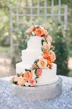 we love cascading florals on wedding cakes!