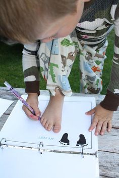 The Barefoot Seamstress: Crafting With My Kid: All About Me Book {Printable}