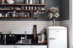 interior, grey walls, open shelves, emma designblogg, hous, wood shelves, subway tiles, open shelving, kitchen tiles