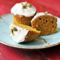 Healthy Pumpkin Muffins by noshandnourish: Made with whole wheat flour, eggs, pumpkin, banana, yogurt, honey and brown sugar, and spices  these are low fat, low-sugar, and 100% amazing #Muffins #Pumpkin #Healthy