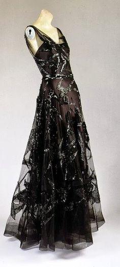 Vionnet Robe - 1938 - par Madeleine Vionnet (Français, 1876-1975) - Black satin de soie et filet de soie noire brodée de sequins noirs - Le Metropolitan Museum of Art - @ ~ Mlle