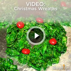 Watch how to create a charming no-bake Christmas wreaths that are festive and tasty.