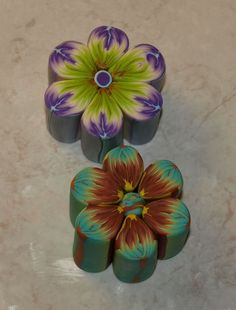 More flower canes.  French can be translated but pictures suffice. Easy. Clear presentation #polymer clay #tutorials #canes polymer clay tutorials, flower cane, pc cane, 1ccileetlysett, polym clay, clay cane, cane flower