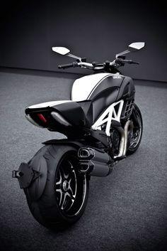 #Ducati Diavel AMG #motorcycle AM