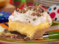 Banana Cream Pie Surprise - This no-bake cream pie recipe is the perfect dessert for the summer. Bring it along for your backyard party or potluck and watch it disappear! chocolate chips, cream pies, dessert recipes, bake, backyard parties, pie recipes, whipped cream, backyards, banana cream pie surprise