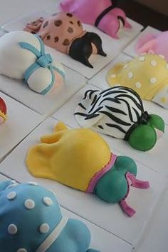 Cute baby shower mini cakes.