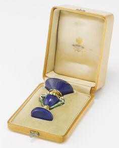 A FINE FABERGÉ CARVED LAPIS LAZULI, GEM-SET GOLD AND ENAMEL DESK SEAL, WORKMASTER HENRIK WIGSTRÖM, ST. PETERSBURG, 1908-1917
