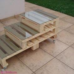 Mesa de centro com #pallet e tampo de vidro Veja mais: http://maispaletes.com/?p=1456 #pallets #palletfurniture #ecofriendly