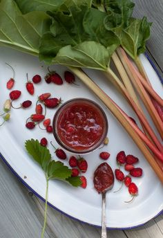 Strawberry-Rhubarb Honey Jam on www.simplebites.net