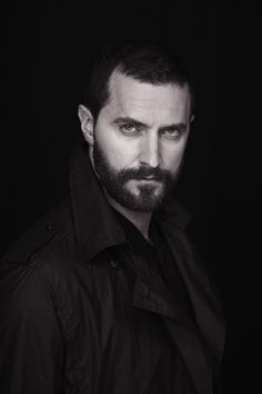 Richard Armitage-my knees go weak under that stare....OMG ♥♥