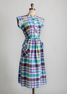 Vintage 1940s Plaid Cotton Day Dress - adore the colour palette! #vintage #1940s #dresses #fashion