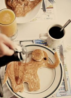 Homemade Elephant Pancakes #Homemade #KidFoods #Elephants #Pancakes #Breakfast