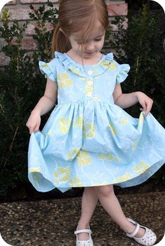 Coraline dress tutorial *this would be so cute with a lining and tulle to make it poufy!