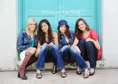 Helpful tips on breaking into the senior high school photography market. Pic per