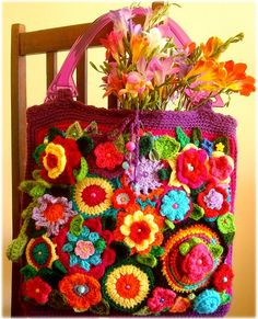 What a great crochet flower bag!
