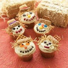Scarecrow Halloween cupcake ideas.  See more cupcakes and party ideas at one-stop-party-ideas.com.