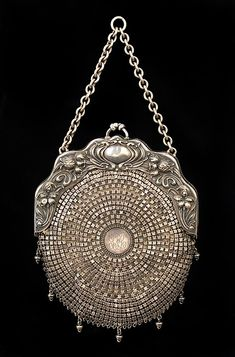 Reticule 1903, American, Made of leather and metal