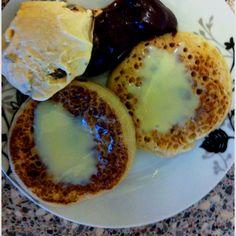 Crumpets with chocolate, ice cream n sgushcjonka