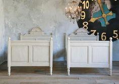 grey finish, alice in wonderland, weather grey, vintage twin bed, twin beds, wall clocks, vintag twin, kid room, bedroom