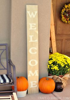 Fall Porch and DIY Welcome Sign www.craft-o-maniac.com #fallporches