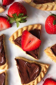 Strawberry Nutella Shortbread Bites