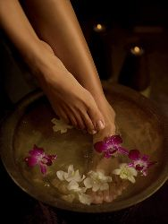 Epsom Salt Bath Sore Feet Soak - Epsom salt baths have become my latest indulgence. When I want a quiet, relaxing moment, I pour an Epsom salt bath, lock the bathroom door so my kids don't barge in, turn down the lights, start my MP3 player on my favorite music, and … soak. #health #wellness #epsomsalts #epsomsaltbath #magnesiumsulfate #magnesiumdeficiency #footsoak