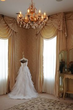 A gorgeous bridal suite at the Historic McFarland House. What a perfect space for to prepare for your wedding at a historic venue! {Historic McFarland House}