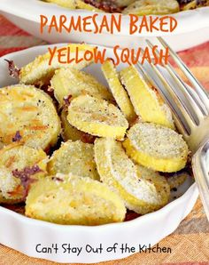 Parmesan Baked Yellow Squash - mouthwatering #veggie dish that's healthy, low calorie and #glutenfree. #squash #cheese via Can't Stay Out of the Kitchen
