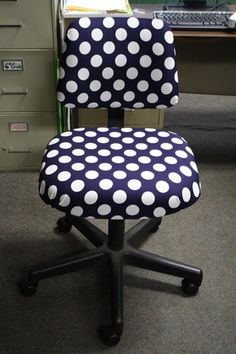 DIY Polka Dot Chair - Great summer project!! Take your boring desk chair from blah to Fabulous with these step-by-step instructions. | Brought to you by Casa de Lindquist - Teaching