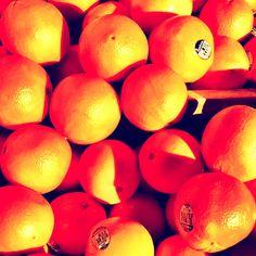 Morning market oranges
